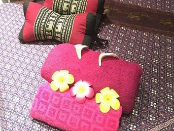 Neue Kissen für Thai Boran Wellness-Massage